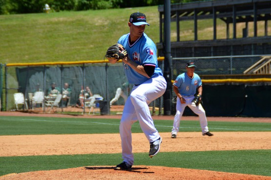 Josh Altmann pitching - Lin