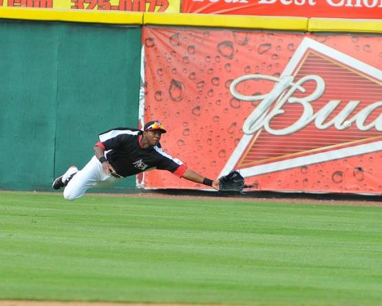 Lewis Brinson outfield dive.jpg